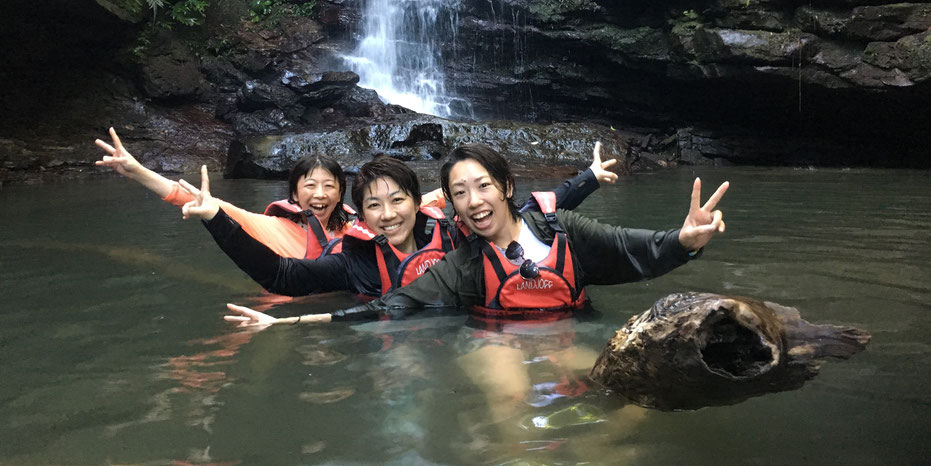 西表島・早朝カヌーカヤックツアー【サガリバナ&滝遊び】