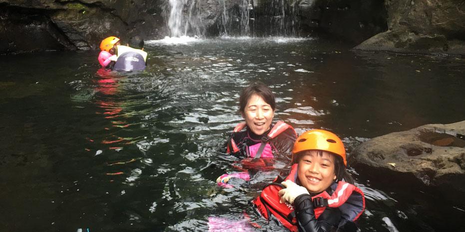 西表島・ガイドにおまかせツアー【沢遊び&マングローブカヌー】