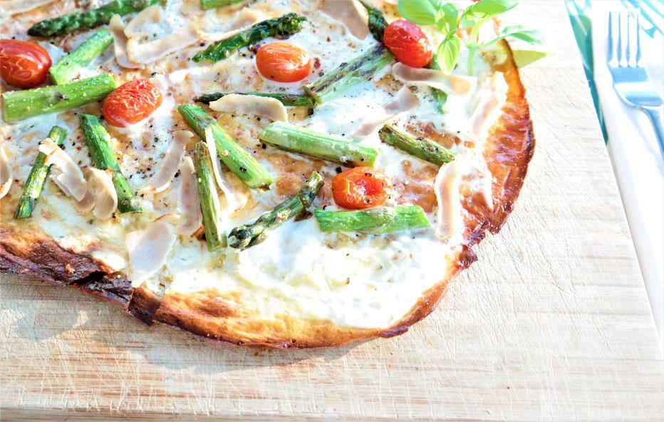 Flammkuchen mit grünem Spargel & Tomaten| low carb & glutenfrei