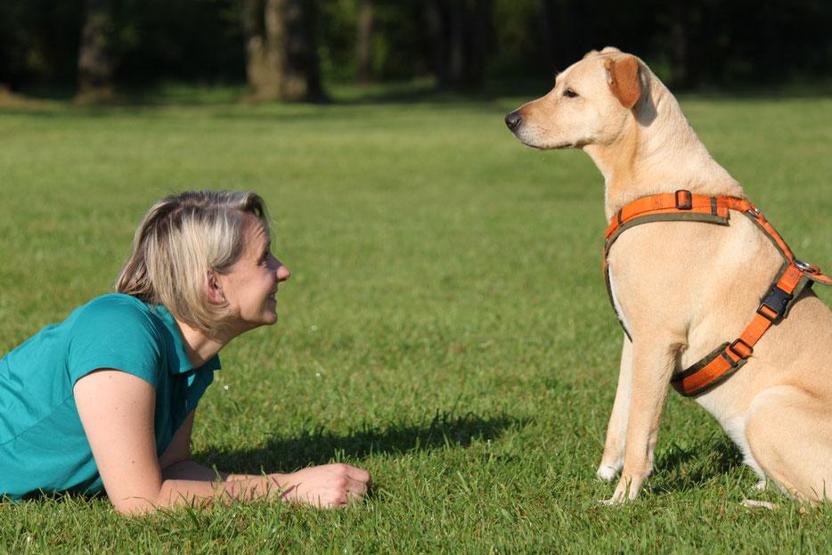 Anja Petrick und ihre Hündin Labrador Mischlingshündin Kisha
