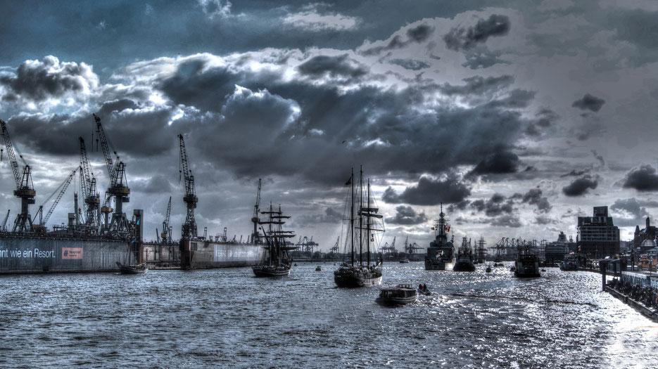 Hafengeburtstag Auslaufparade