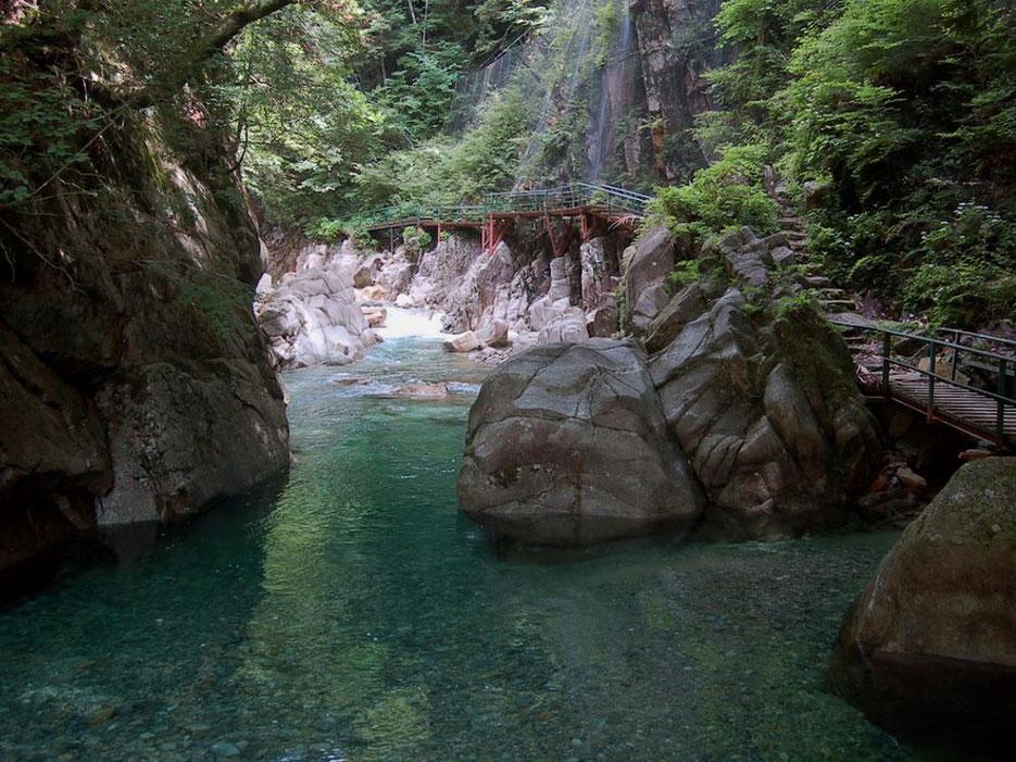 柿其渓谷の黒淵(くろふち)。夏休みなどは地元の子供達の天然プールになる