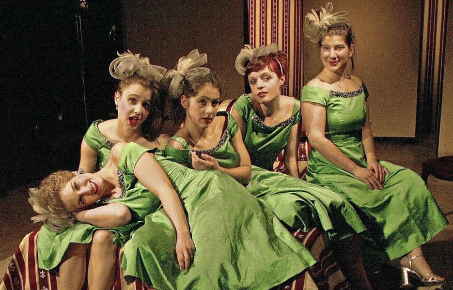 Eine Uniform, aber fünf sehr unterschiedliche Frauen. Foto: Nistor
