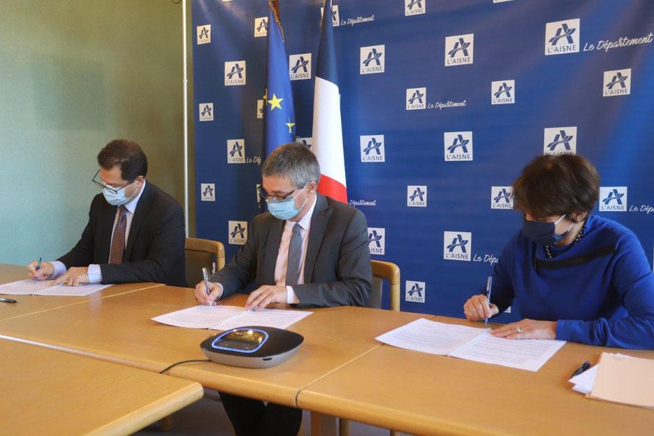 De gauche à droite : Ziad Khoury, Nicolas Fricoteaux et Édith Marchica-Ricour.