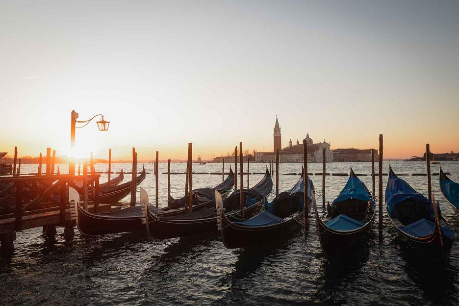 Sonnenaufgang am Marcus Platz in Venedig