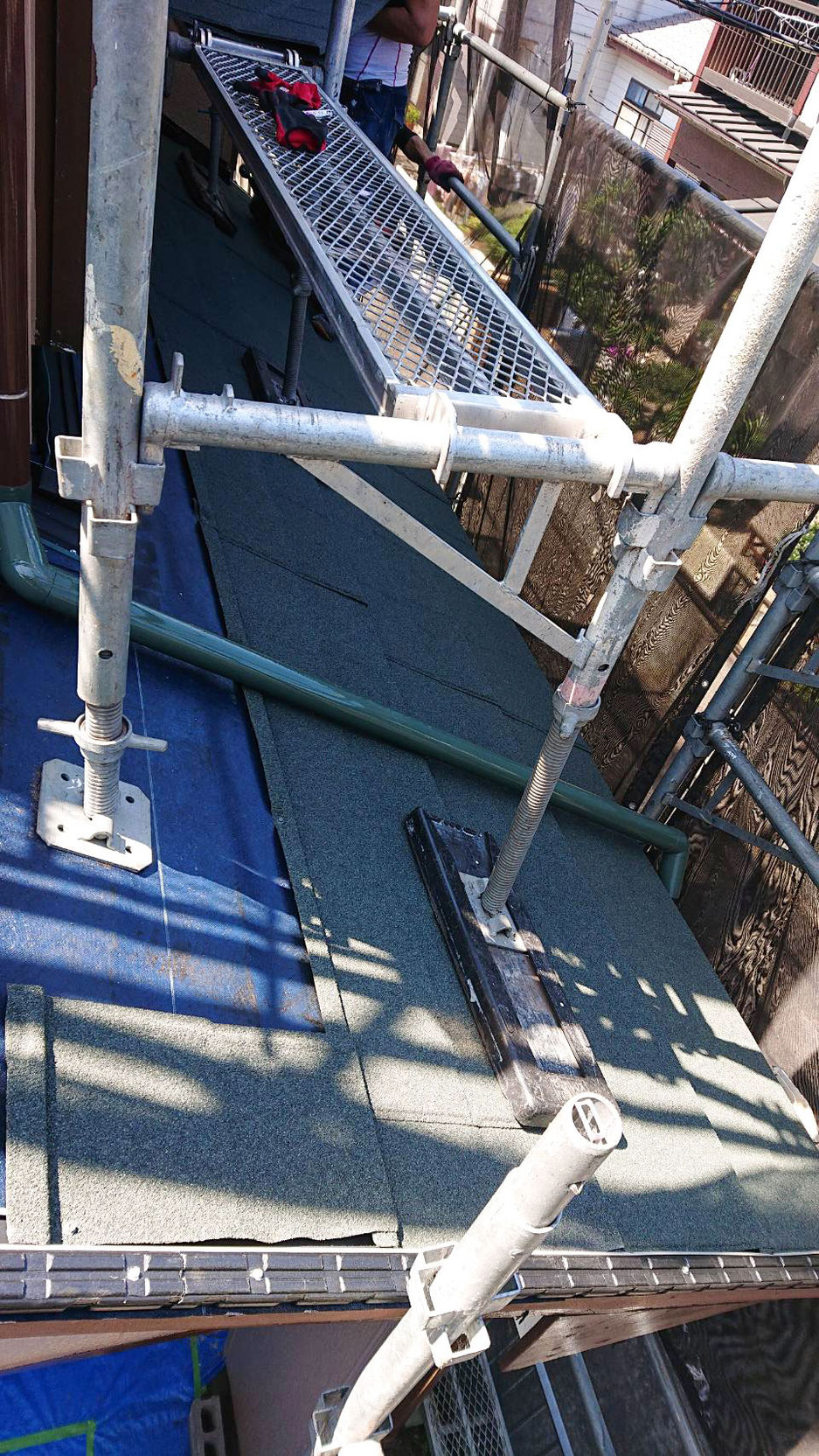 エコラ屋根カバー工法について