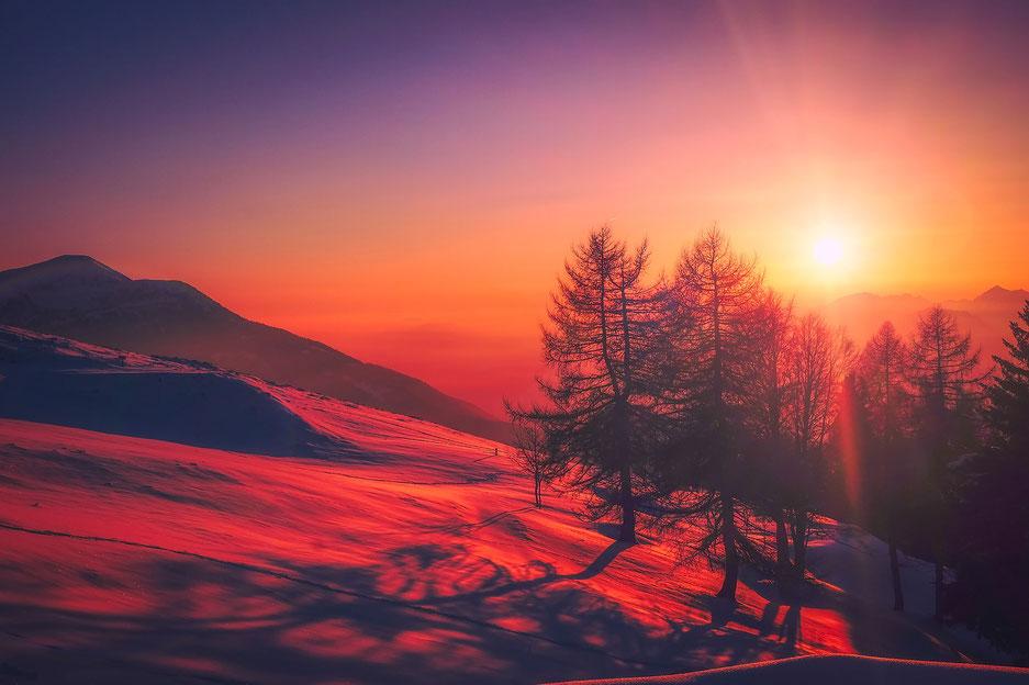 Roter Sonnenuntergang Gebirge Berge Wald Tannen
