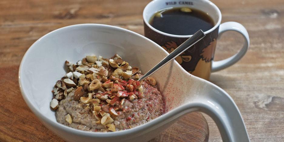 Kerstins Keto, Ketofrühstück mit Mandel-Kokos Mus und Nüssen