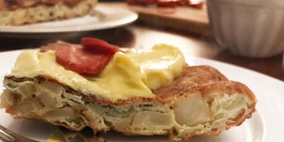 Kerstins Keto, Topinambur Tortilla mit Aioli und gebratenen Piementos