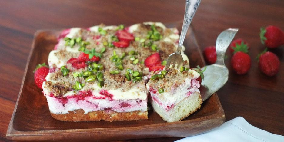 Kerstins Keto, Erdbeerern mit Mandelboden und Käsefüllung, glutenfrei