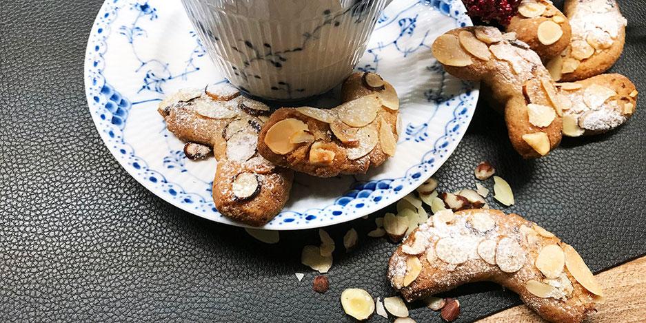 Kerstins Keto, Kipferl Variante mit Orangenabrieb und Walnüssen oder mit Mandeln, glutenfrei, zuckerfrei