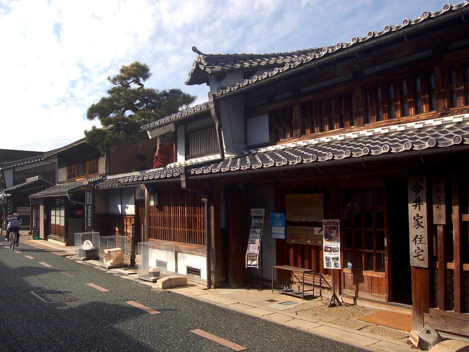 もっとも古いうだつ飾りの形式を残している旧今井家住宅。中の見学も可能