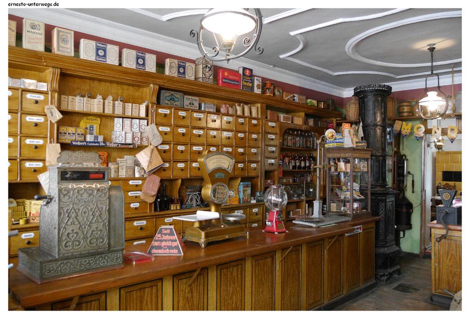 Originaleinrichtung eines alten Kaufladens im Sänger- und Kaufmannsmuseum Finsterwalde