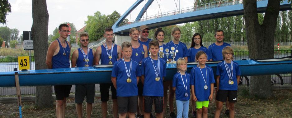 Teamfoto der Kanuten des SV Chemie Genthin.