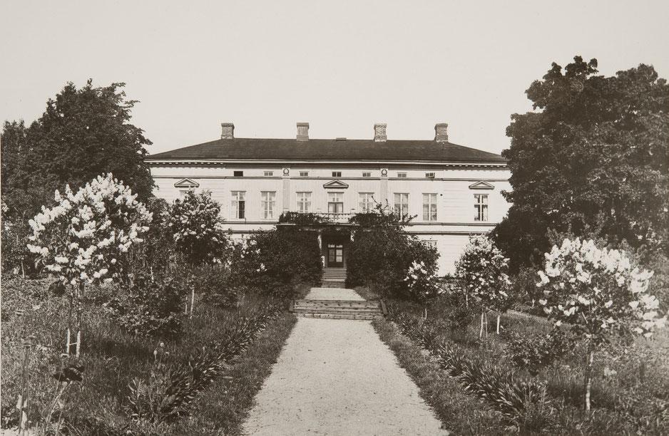 Kirkniemen kartano puutarhan puolelta. Kuva: Museovirasto. Sundström, Eric, kuvaaja 1920–1939