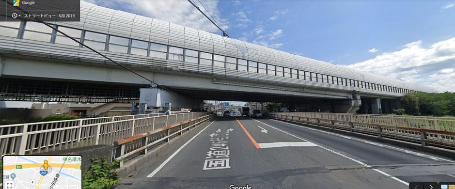 東名高速高架下