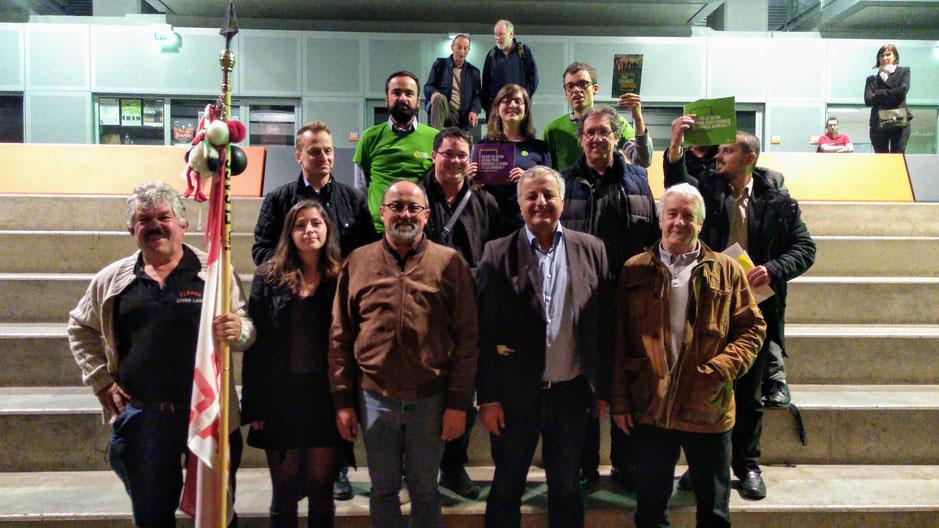 Une belle « photo de famille » où François Alfonsi est entouré par les Verts alsaciens et les militants d'Unser Land conclut la soirée. Postée sur internet, elle marque le début d'une campagne désormais conjointe EELV/R&PS dans toute l'Alsace.