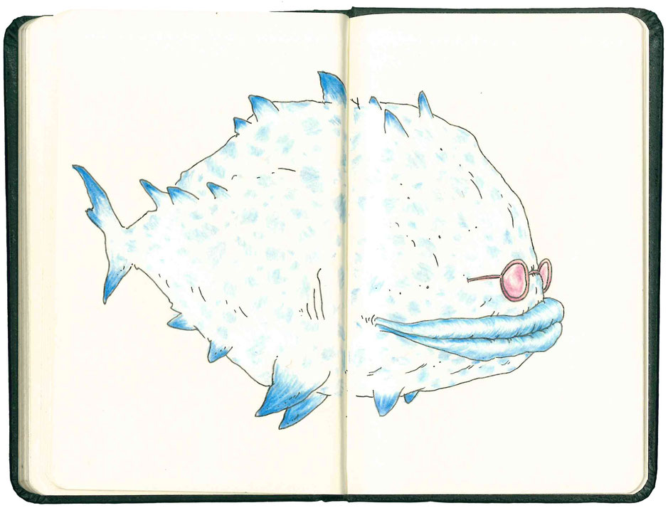 Un gros poisson bleu moucheté