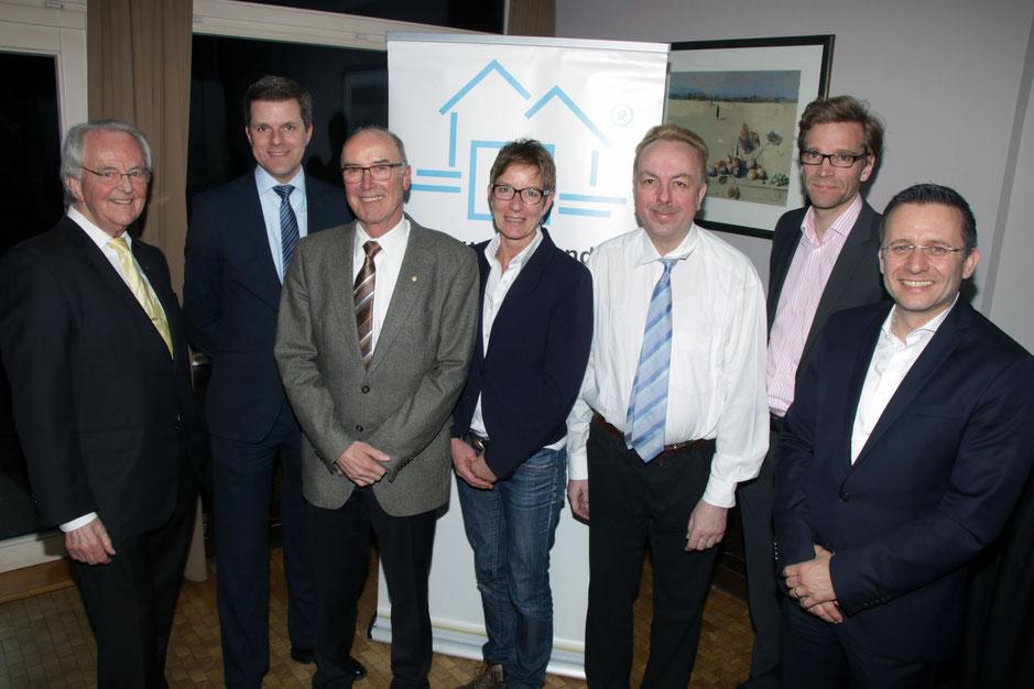 Der Vorstand von Haus & Grund Neheim-Hüsten mit dem Geschäftsführer des Landesverbandes, Rechtsanwalt Tim Treude (2. von links). Foto: hug