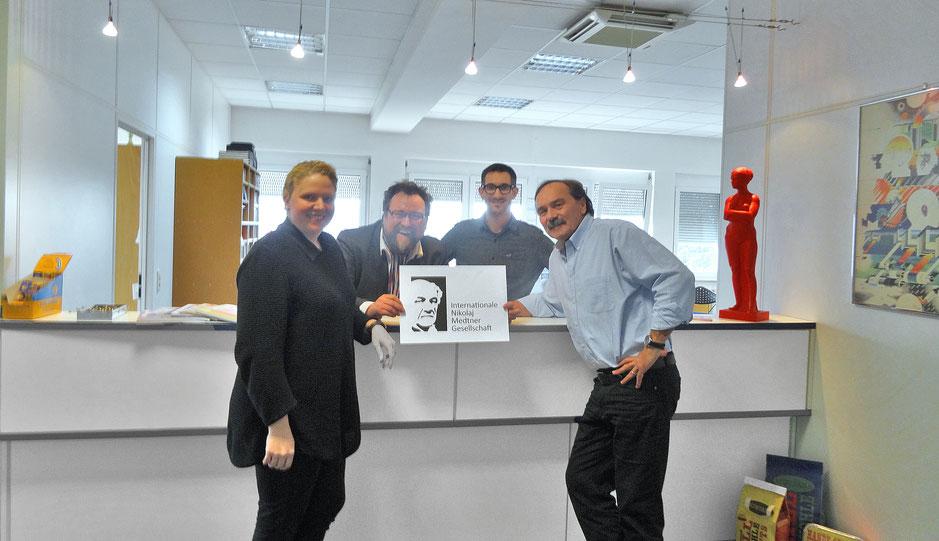 Simone Vollmer, Dr. Simon Moser, Patric Burger und Reinhard Kalisch in der Werbeagentur Kalisch & Partner in Offenburg