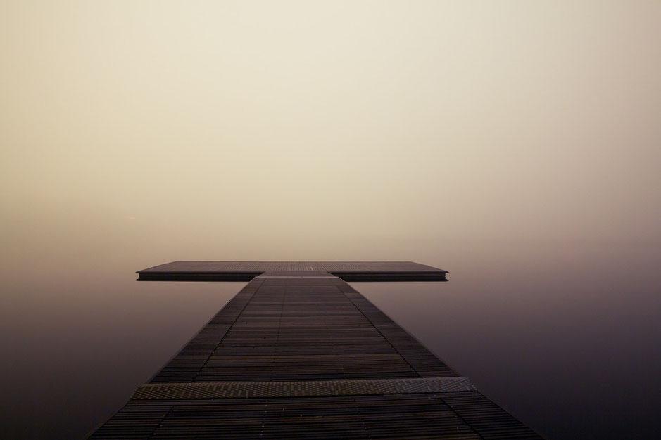 Pier im Nebel