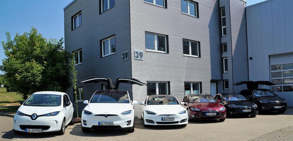 Unsere Flotte: 3 Tesla Model S, 2 Tesla Model X und ein Renault Zoe.
