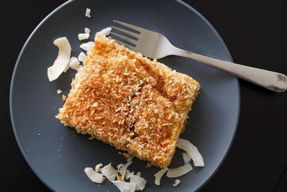 Fluffige Buttermilch-Kokos-Schnitte| saftig & gesund