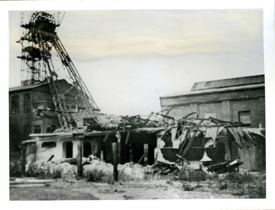 Schacht III in Rünthe mit Kriegszerstörungen.