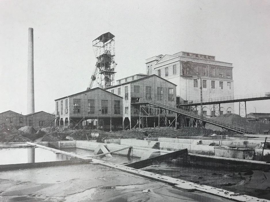 Auf Schacht 3 in Rünthe arbeiteten viele Bergleute aus dem Mansfelder Land. Die Aufnahme zeigt die Anlage im Jahre 1920.  (Bildnachweis: Stadtarchiv Bergkamen)