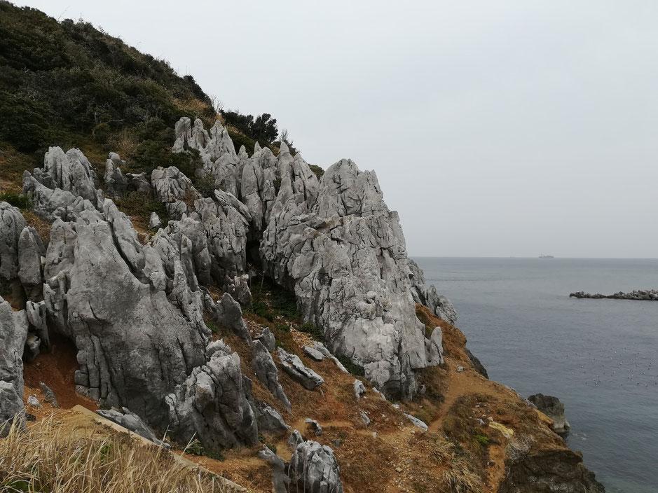 神島のカルスト地形