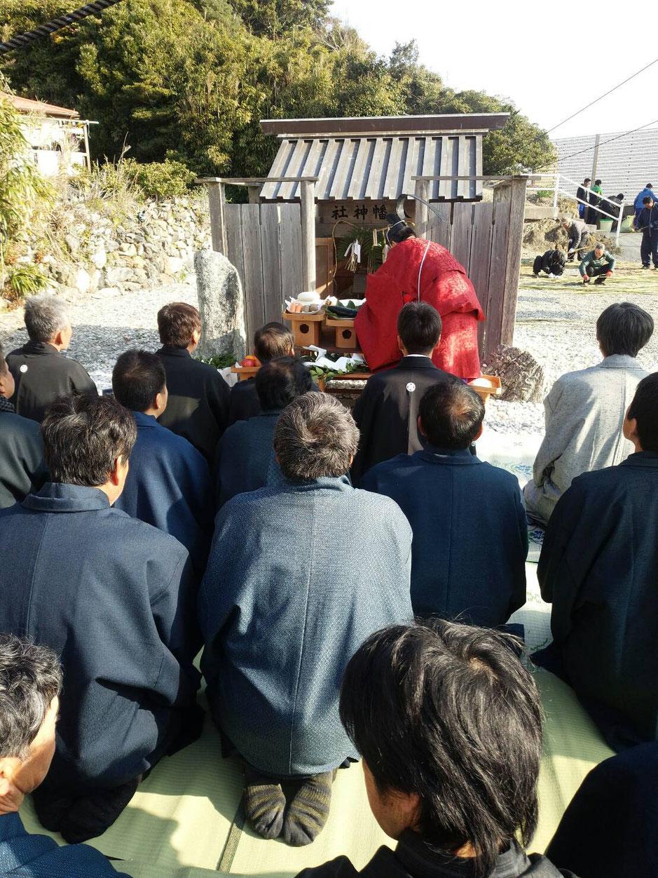 朝は美多羅志神社と八幡神社で祈祷をし、漁業組合や町内会の役員が参列します。