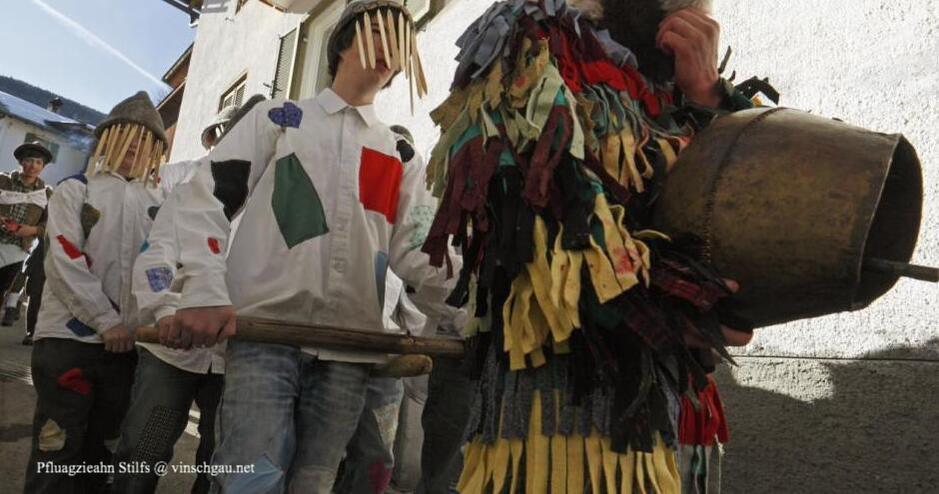 Fasnacht im Vinschgau, Fasnacht Stilfser Joch, Pfluagziahn, Fasching Vinschgau, 22.2.2020, Brauchtum Vinschgau, Fasnachtsbrauchtum Südtirol, Brauch Stilfserjoch, Bräuche Stilfserjoch, Glocken, Masken, Kostüme, Alto Adige, Carneval, Umzug, Faschingsumzug