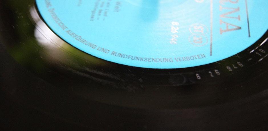 Reiner Alkohol auf der Schallplatte hinterlässt Spuren