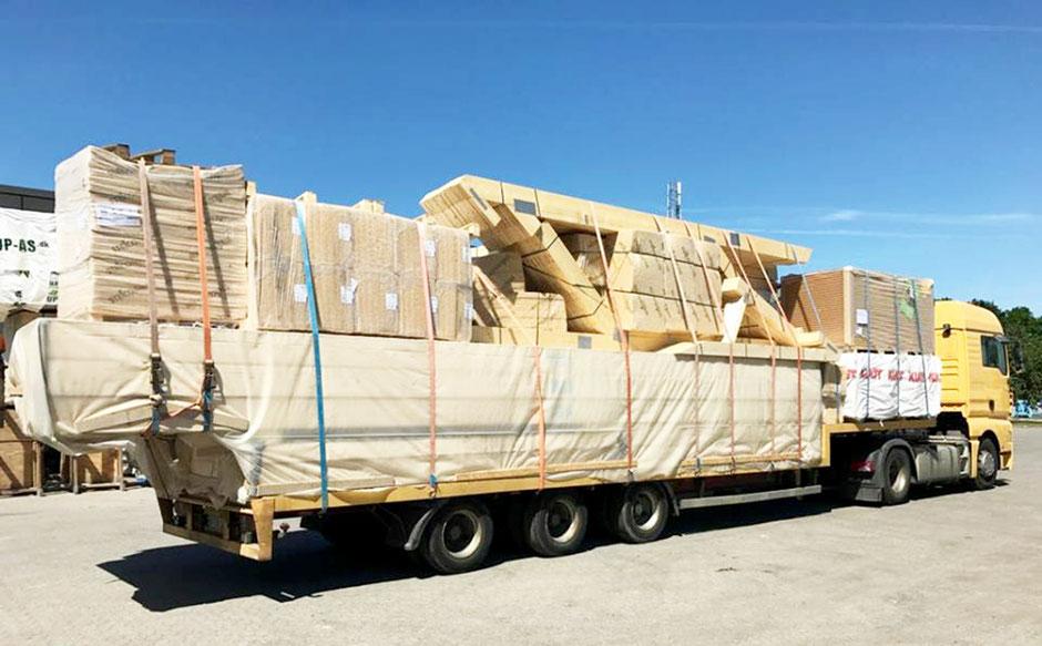 Holzhaus Lieferung per LKW von Berg Schwedenhaus