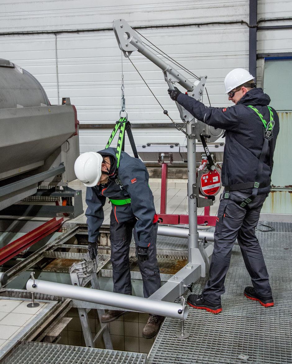 Honeywell Safety DuraHoist Lastarmsystem für Behälter und Schachteinstieg