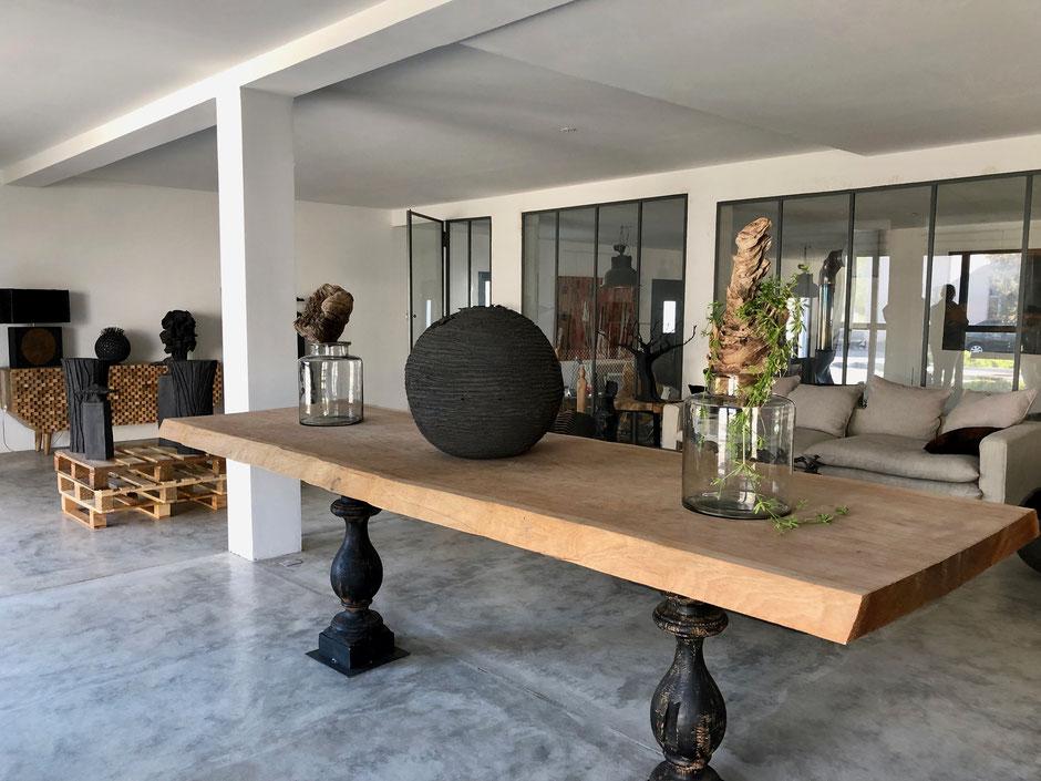 Console en bois exotique sur pieds balustres. Largeur 900 cm Longueur 2800 cm épaisseur 7cm