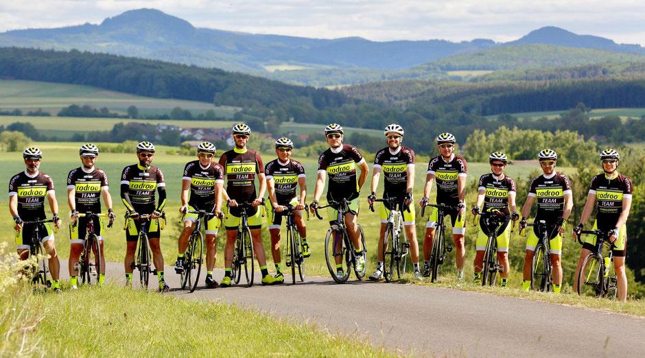 """""""Auf einer knapp 90 km langen Runde bei schönstem Wetter wurde jedem der Sportler/*innen noch einmal klar, warum Radsport Teamsport ist. """""""