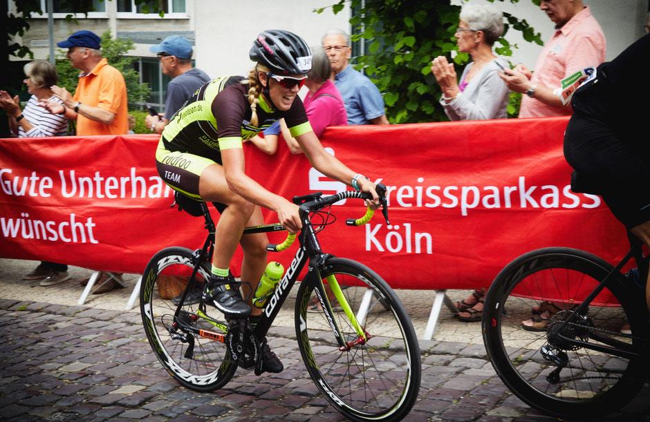 """Viele Zuschauer haben am Streckenrad den Radrennsportlern bei """"Rund um Köln"""" zugejubelt. """"Die Saison 2018 verlief dann überhaupt spitzenmäßig."""""""