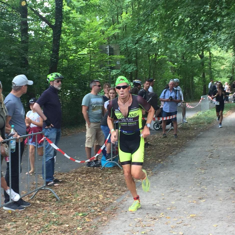 > Ausnahmeathlet Dr. Frank Schmähling beim Triathlon in Essen Platz 6 u. damit souveräner Sieger seiner Altersklasse.<