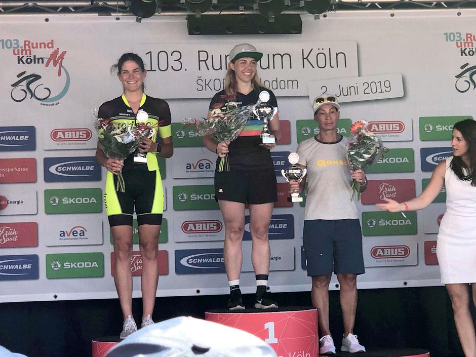 Sonja Herzog die auf den 2. Platz der Damen und auf den 1. Platz ihrer Altersklasse fahren konnte. <<