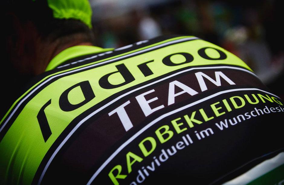 """Auch diese Saison stattet uns unser Namensgeber """"radroo® TEAM Radbekleidung"""" mit einer kompletten Teamausrüstung  - welche keine Wünsche offen lässt - aus."""