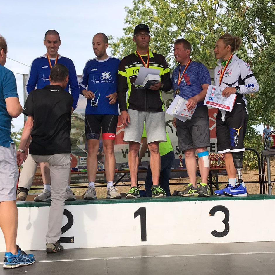 > Nach dem Sieg beim Word Triathlon in Hamburg, gelang Lars Konek ein erneuter Sieg in Wilhelmshaven. <