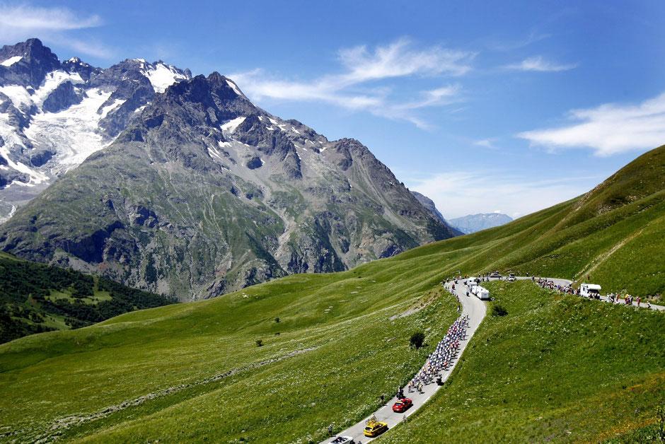Faszination pur! Das Peloton am Col du Galibier (2645m): Tour de France 2006 - 16. Etappe Le Bourg-d'Osians-La Toussuire.