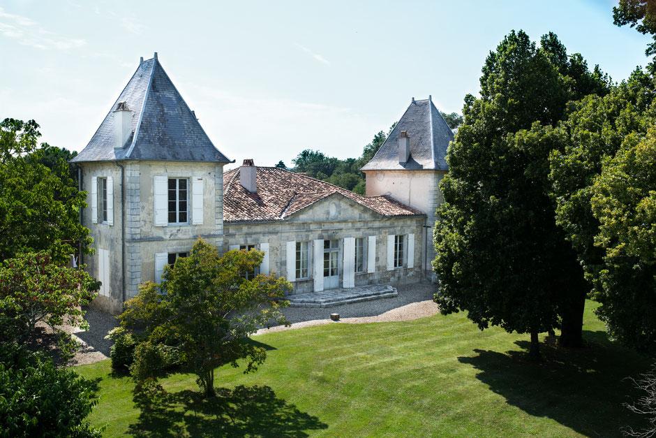 Chartreuse bordelaise du XVIII° siècle nichée dans son vignoble AOC Buzet à mi-chemin entre Bordeaux et Toulouse