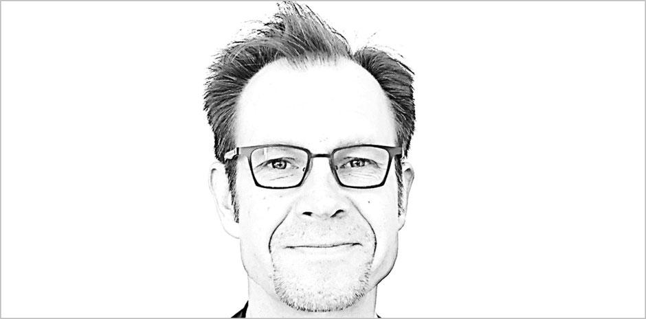 Göran Keetz ist freier Hamburger Berater für Marken und Unternehmen jeder Größe und bietet Ihnen crossmediale B2C- & B2B-Kommunikationsberatung für nachhaltigen Erfolg. Seit 2002 konsequent markentreu und radikal zielgruppenfokussiert.