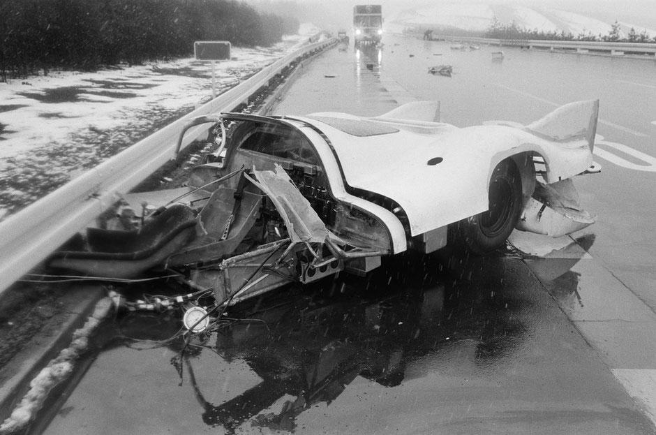 Der Unfall von Kurt Ahrens im 917-006 im März 1970 in Ehra Lessien. Das Unglück ereignete sich vor dem Vortraining in Le Mans im April 1970.