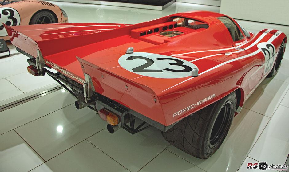 Porsche 917 KH Coupé #23 im Porsche Museum Stuttgart-Zuffenhausen. Der Wagen wurde nachträglich mit der Optik des Le-Mans-Siegerfahrzeugs von 1970 versehen. Der originale Siegerwagen (Chassis-Nr. 917-023) befindet sich in einer privaten Sammlung