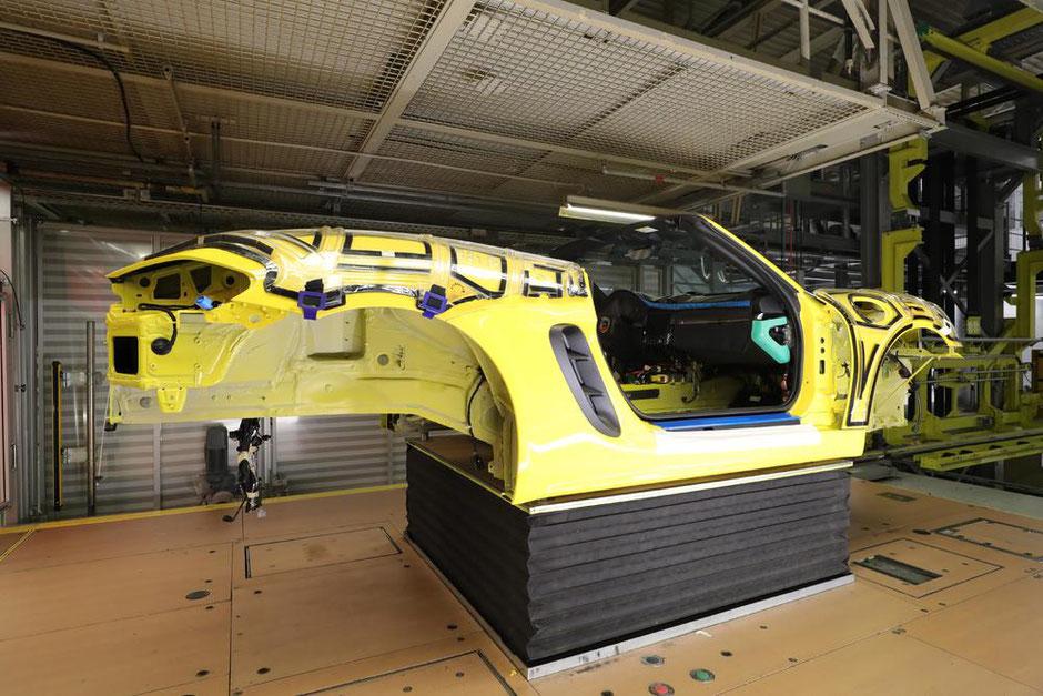 Für die zweitürigen Sportwagen 911 und 718 hat Porsche an zwei relevanten Stationen bereits Kameras installiert.