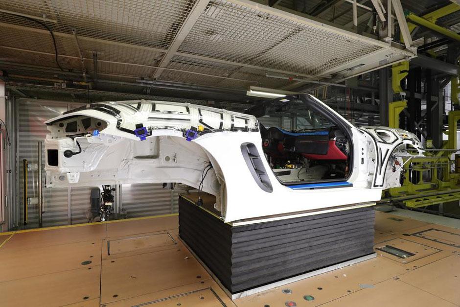 """Mit """"Behind the Scenes"""" erhalten Kunden einen exklusiven Blick in die Porsche Produktion."""
