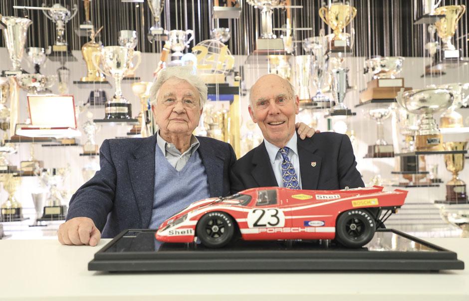 Die Sieger-Rennfahrer von 1970: Hans Herrmann (links) und Richard Attwood (2019).